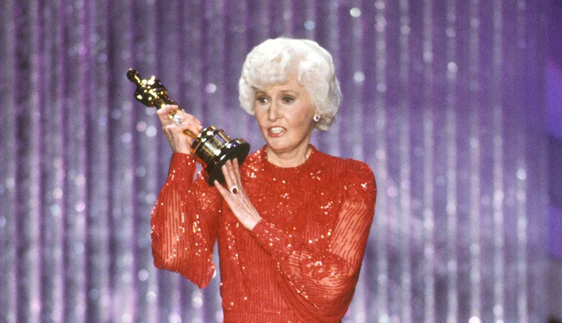Barbara Stanwyck cuando ganó el Oscar, y su carrera en Hollywood