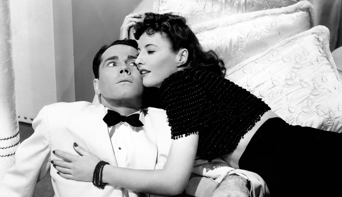 Barbara Stanwyck en una escena de la película THE LADY EVE, y su carrera en Hollywood