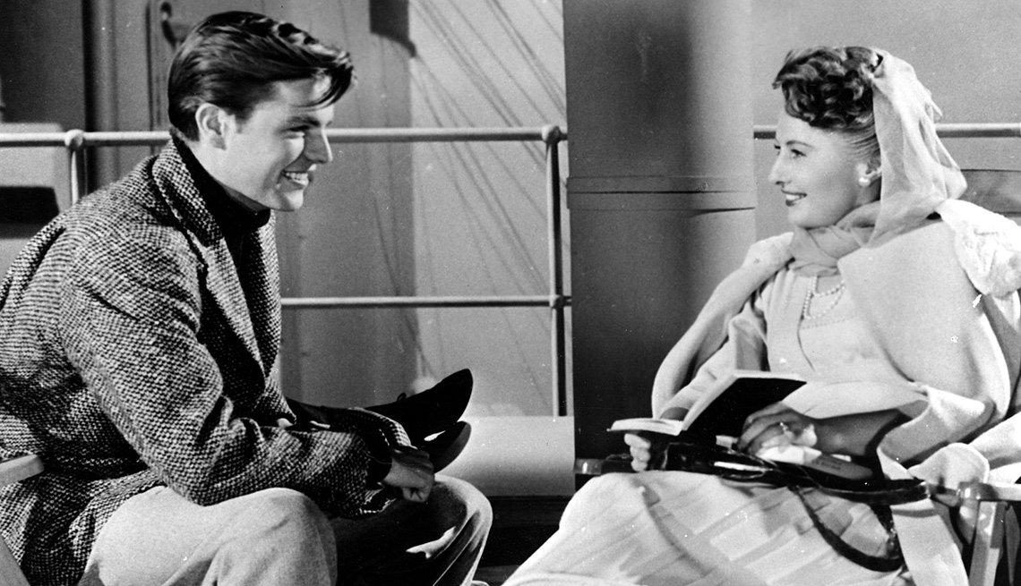 Barbara Stanwyck en una escena de la película TITANIC, y su carrera en Hollywood