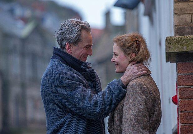Daniel Day-Lewis y Vicky Krieps en una escena de Phantom Thread