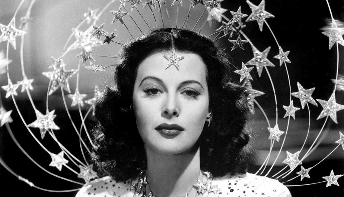 Hedy Lamarr con estrellas a su alrededor