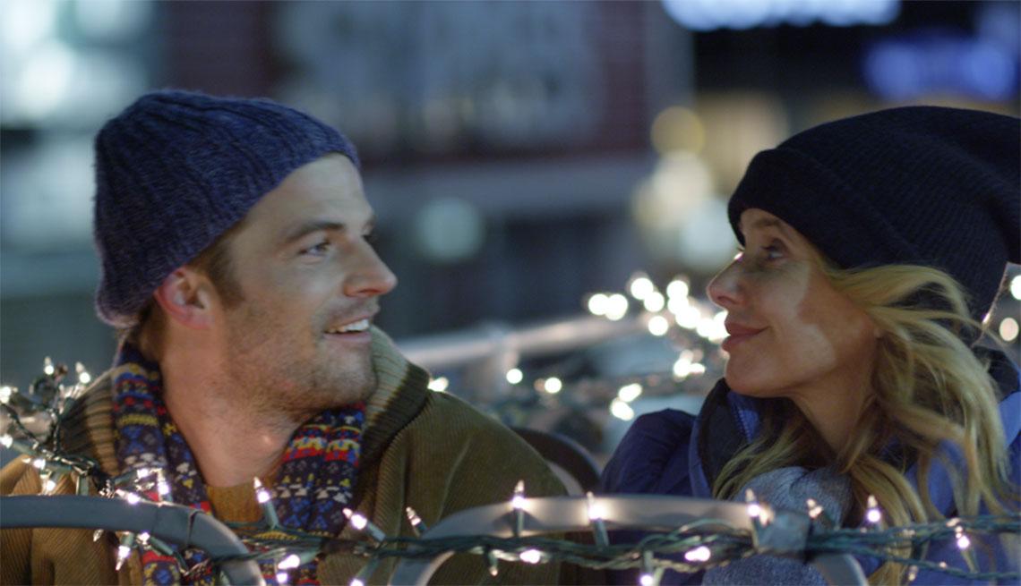 David Coussins y Rosanna Arquette en una escena de la película Born Guilty