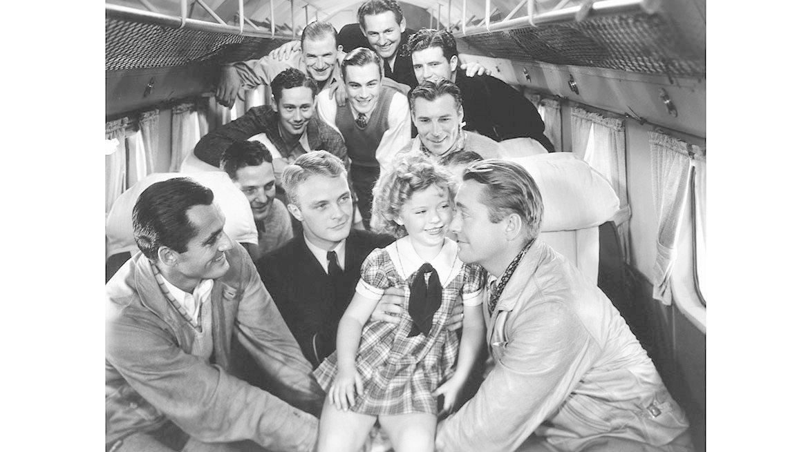 item 4 of Gallery image - Shirley Temple, James Dunn en la película BRIGHT EYES, 1934