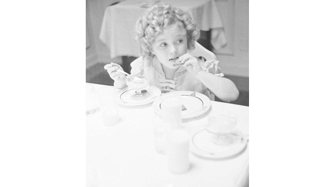 item 5 of Gallery image - Shirley Temple celebrando sus 8 años