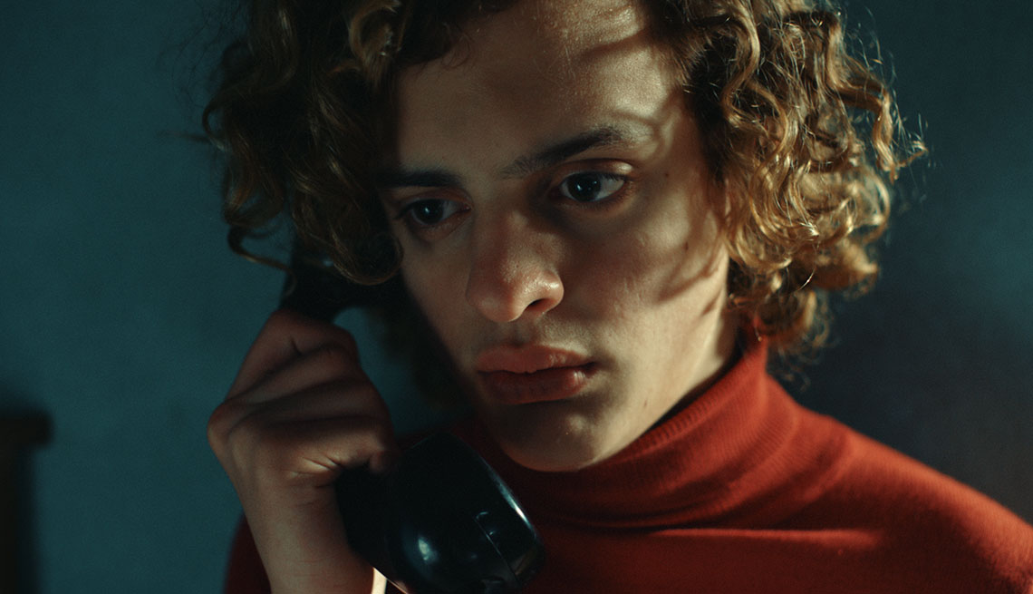 Lorenzo Ferro en una escena de la película El ángel
