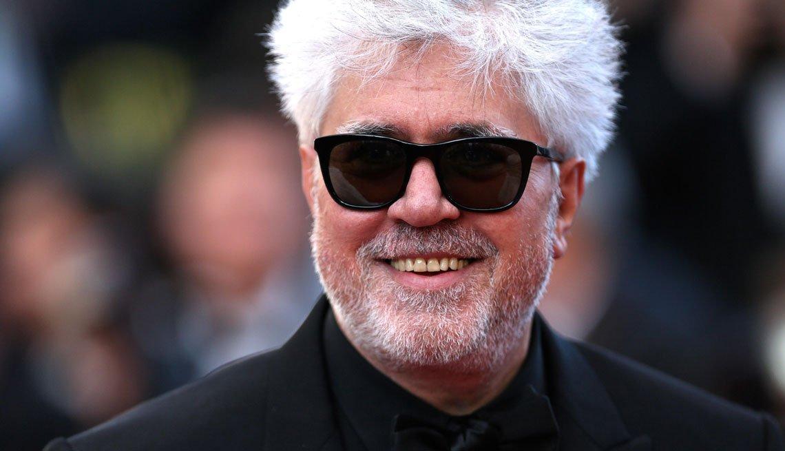 item 1, Gallery image. Pedro Almodóvar en la alfombra roja del Festival de Cine de Cannes, 2016.