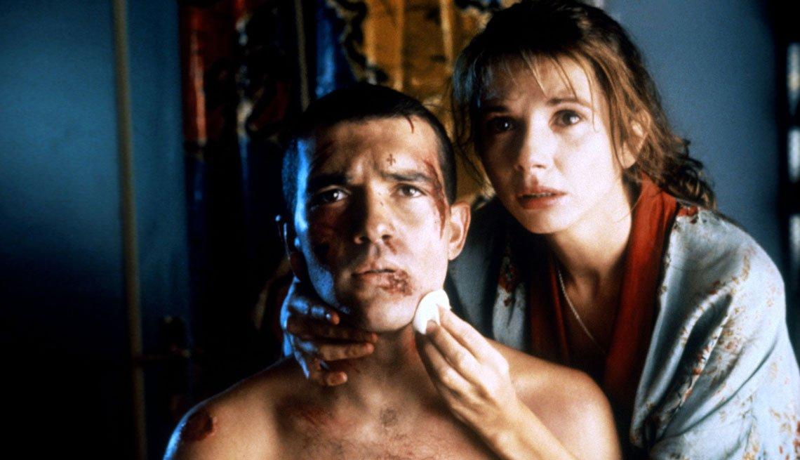 item 3, Gallery image. Antonio Banderas y Victoria Abril en una escena de '¡Átame!'.