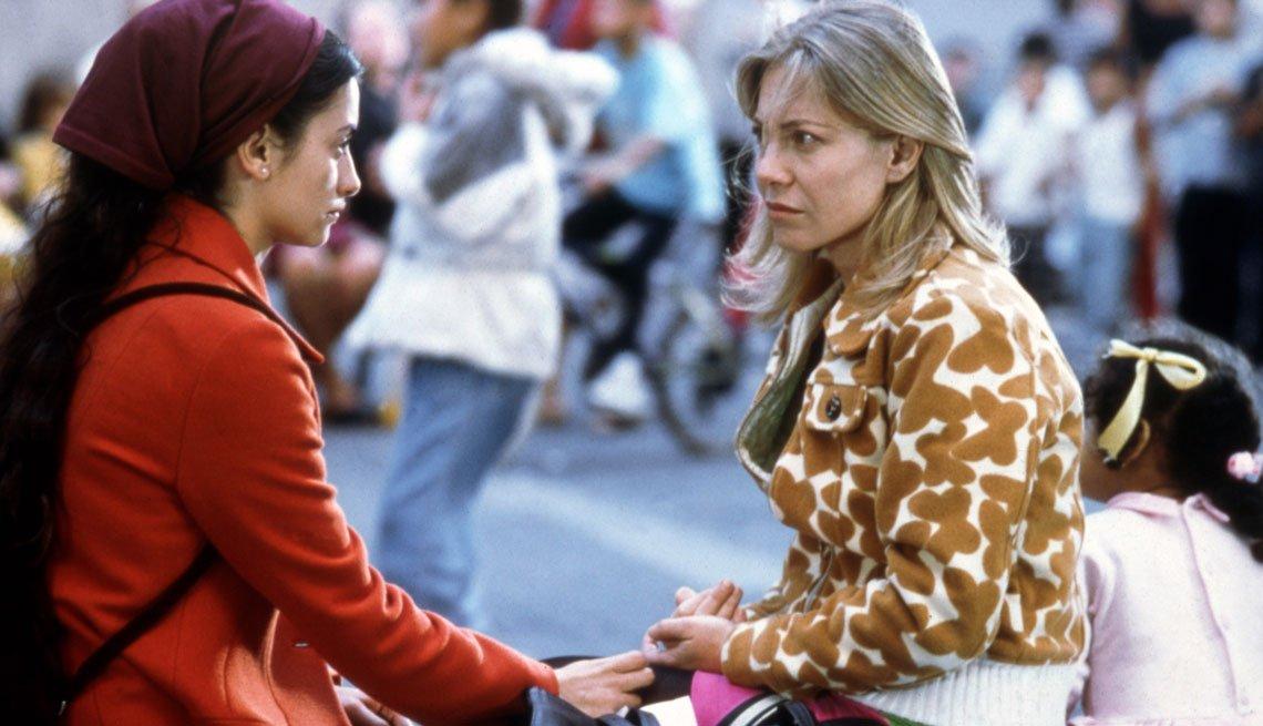 item 4, Gallery image. Penélope Cruz y Cecilia Roth en una escena de 'Todo sobre mi madre'.
