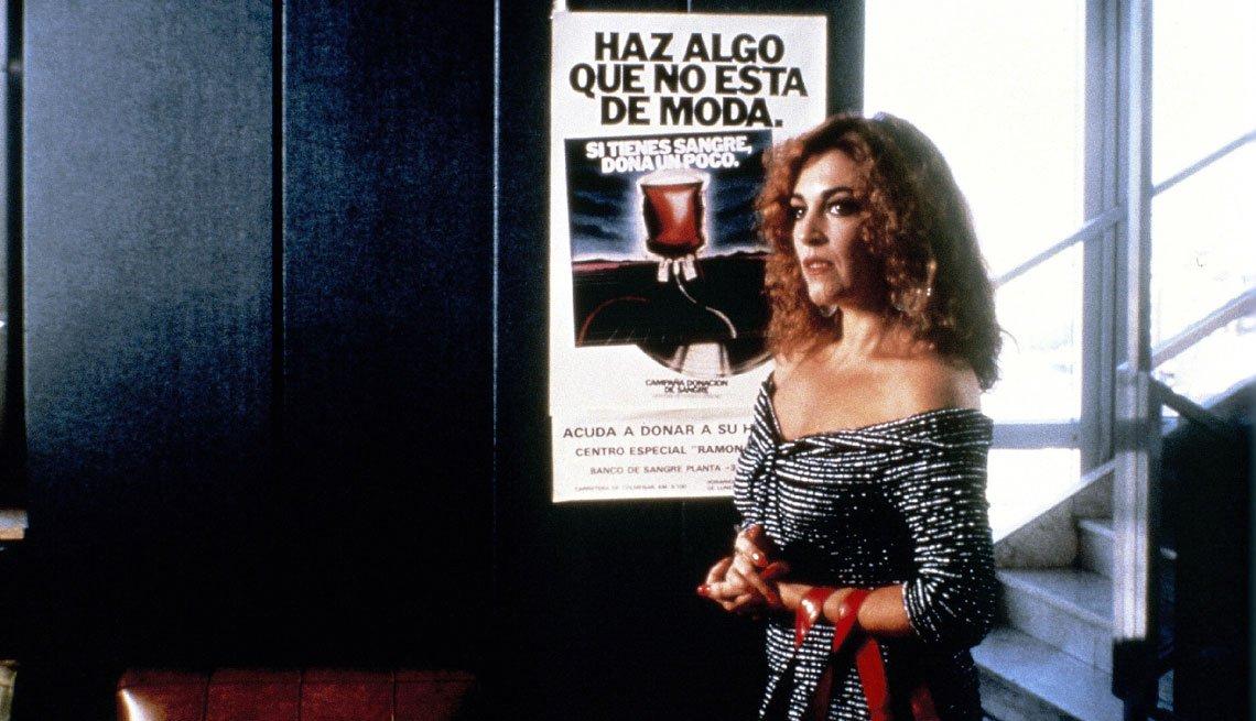 item 10, Gallery image. Carmen Maura en una escena de 'La ley del deseo'.
