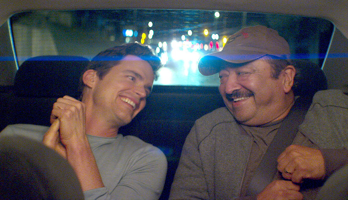Matt Bomer y Alejandro Patiño en una escena de la película Papi Chulo