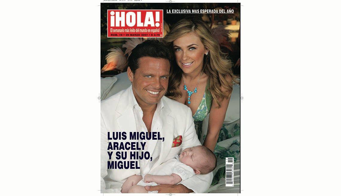 Portada de la revista Hola, con Luis Miguel y Aracely Arámbula con su bebé