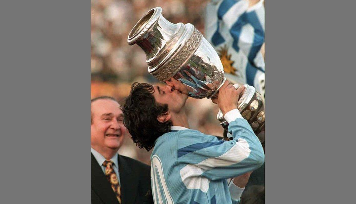 """Enzo """"El Príncipe"""" Francescoli, Astros del fútbol latinoamericano"""