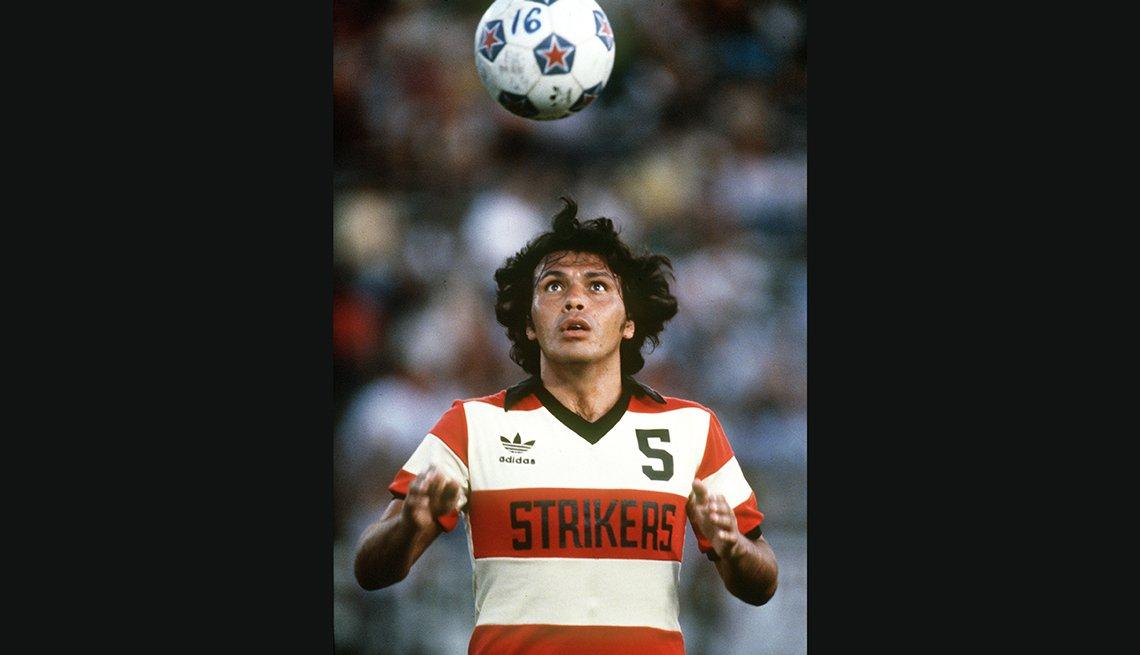 Elias Figueroa, Astros del fútbol mundial