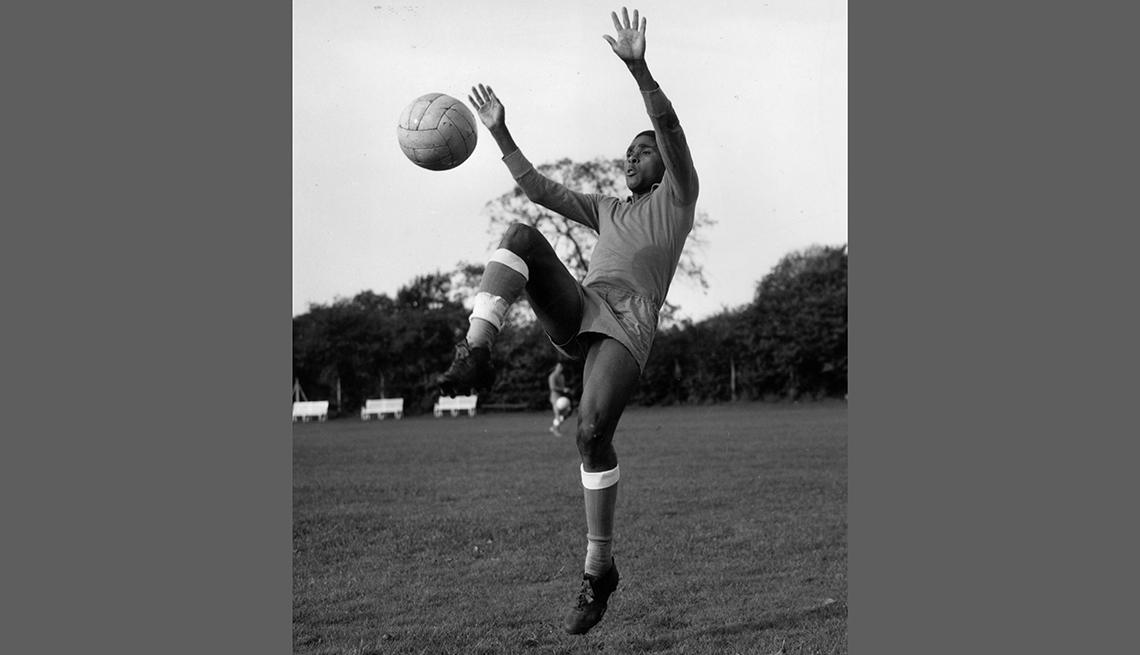 item 21 of Gallery image - Eusebio da Silva Ferreira, Astros del fútbol mundial