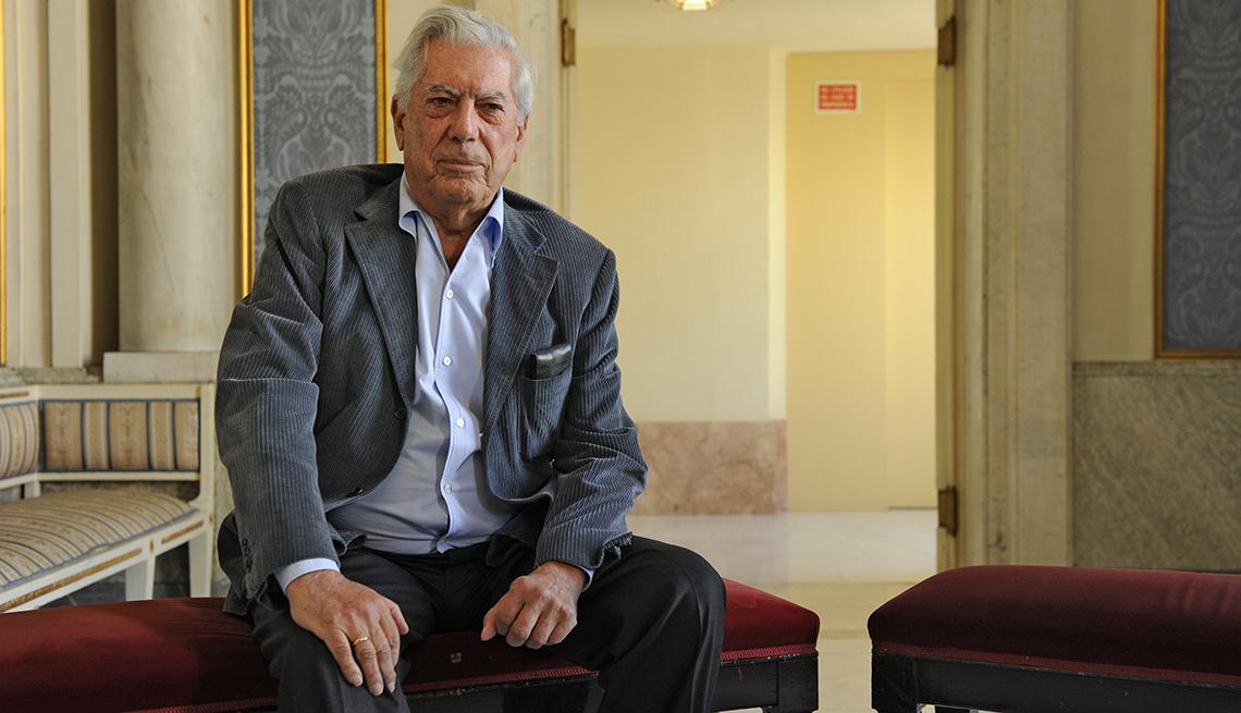 Retrato de Mario Vargas Llosa en el teatro La Chunga, Madrid, España