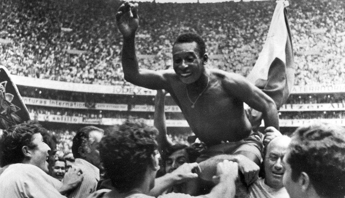 item 1 of Gallery image - Pelé, Astros del fútbol mundial