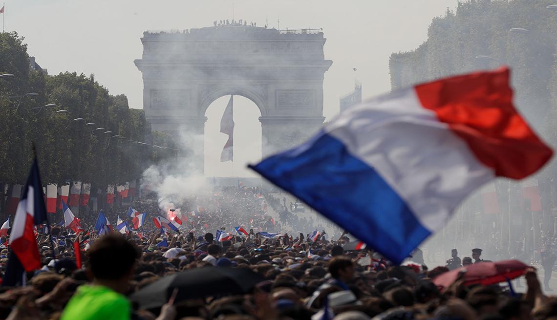 Bandera de Francia en los Campos Elíseos