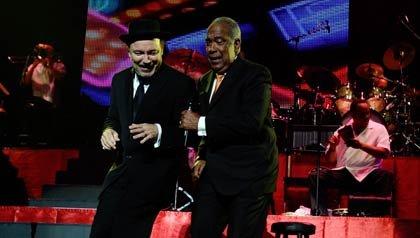 Rubén Blades y Cheo Feliciano juntos durante un concierto en el 2009.