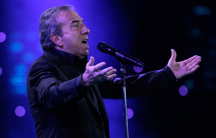 José Luis Perales, cantante español.