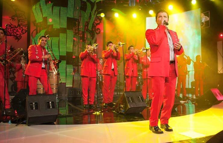 La Arrolladora Banda El Limón, música regional mexicana.
