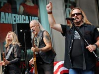 Lynyrd Skynyrd perform, Holiday Albums