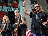 Lynyrd Skynyrd perform, Holiday Albums