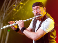 Ian Anderson performs The songs of Jethro Tull, Holiday Albums