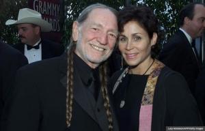Willie Nelson con su esposa Annie D'Angelo.