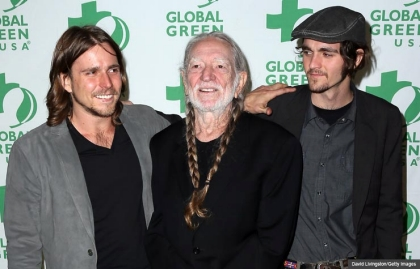 Willie Nelson, cantante, compositor y a los a 80 con nuevo tour. En la foto con sus hijos Lukas and Jacob.
