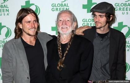 Willie Nelson, cantante, compositor y a los a 80 con nuevo tour. En la foto con sus hijos Lukas and Jacob.