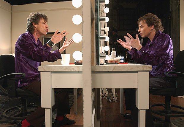 Rolling Stones - Mick Jagger - como él mismo, Jimmy Fallon como reflejo de Mick Jagger durante la