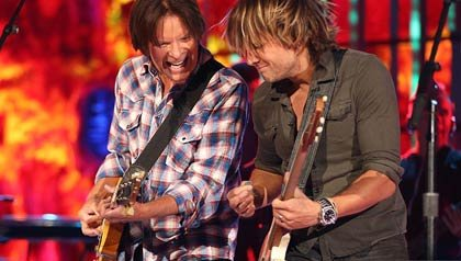 Músicos John Fogerty y Keith Urban