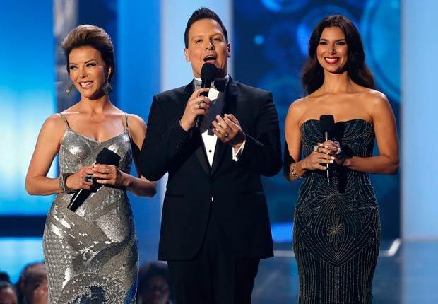 Laura Flores, Raúl González y Roselyn Sánchez - Premios Billboard 2014