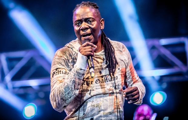 Philip Bailey performs with Earth Wind & Fire