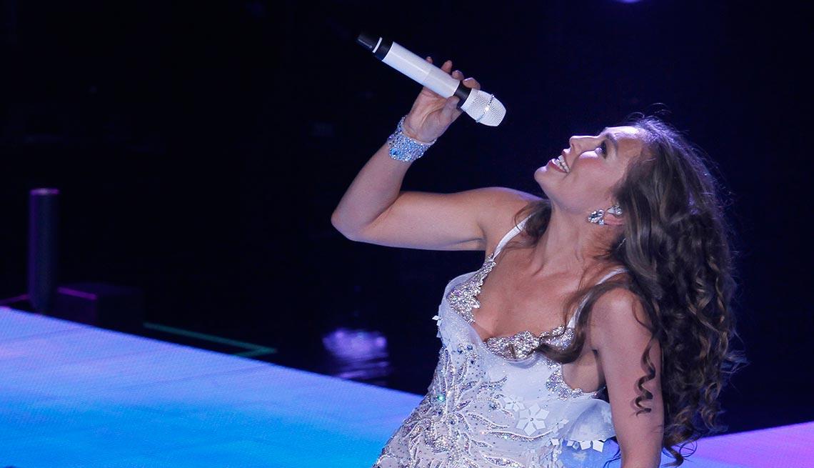 item 18 of Gallery image - Thalía - Canciones clásicas del pop latino y sus intérpretes