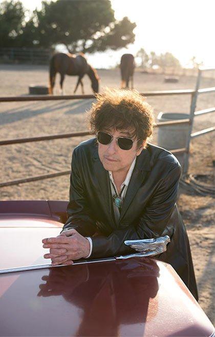 Dylan dans la presse - Page 6 420-bob-dylan-leans-hood.imgcache.rev1422561088945.web