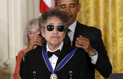 Dylan receives Medal of Freedom