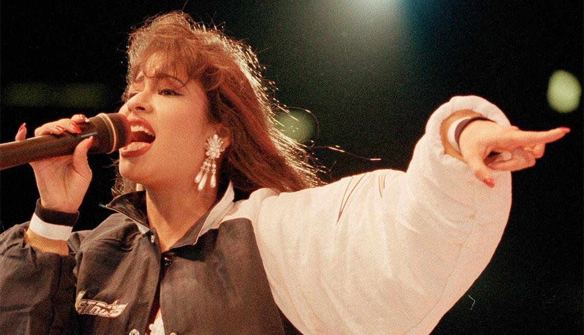 item 2 of Gallery image - Selena - Su carrera en imágenes