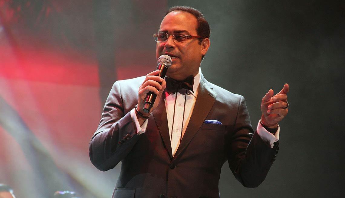 Gilberto Santa Rosa: La agarro bajando - Canciones de la salsa romántica y sus intérpretes