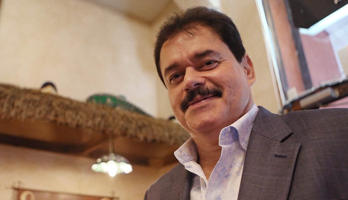 Lalo Rodríguez: Ven, devórame otra vez  - Canciones de la salsa romántica y sus intérpretes