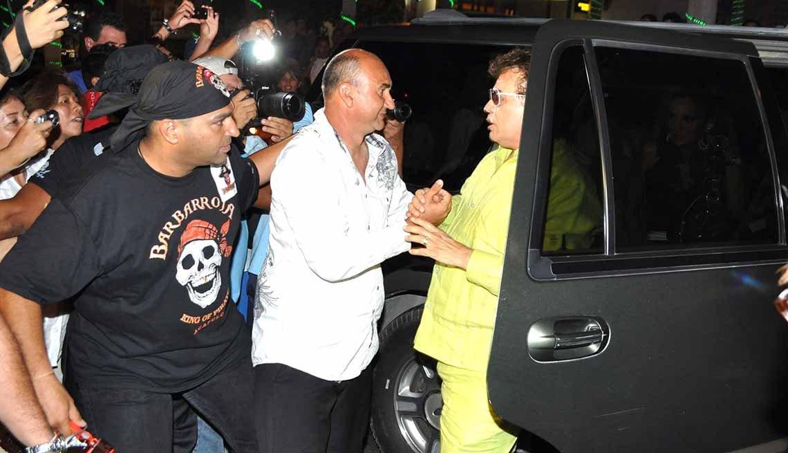 Juan Gabriel y sus fans - Carrera del cantautor mexicano