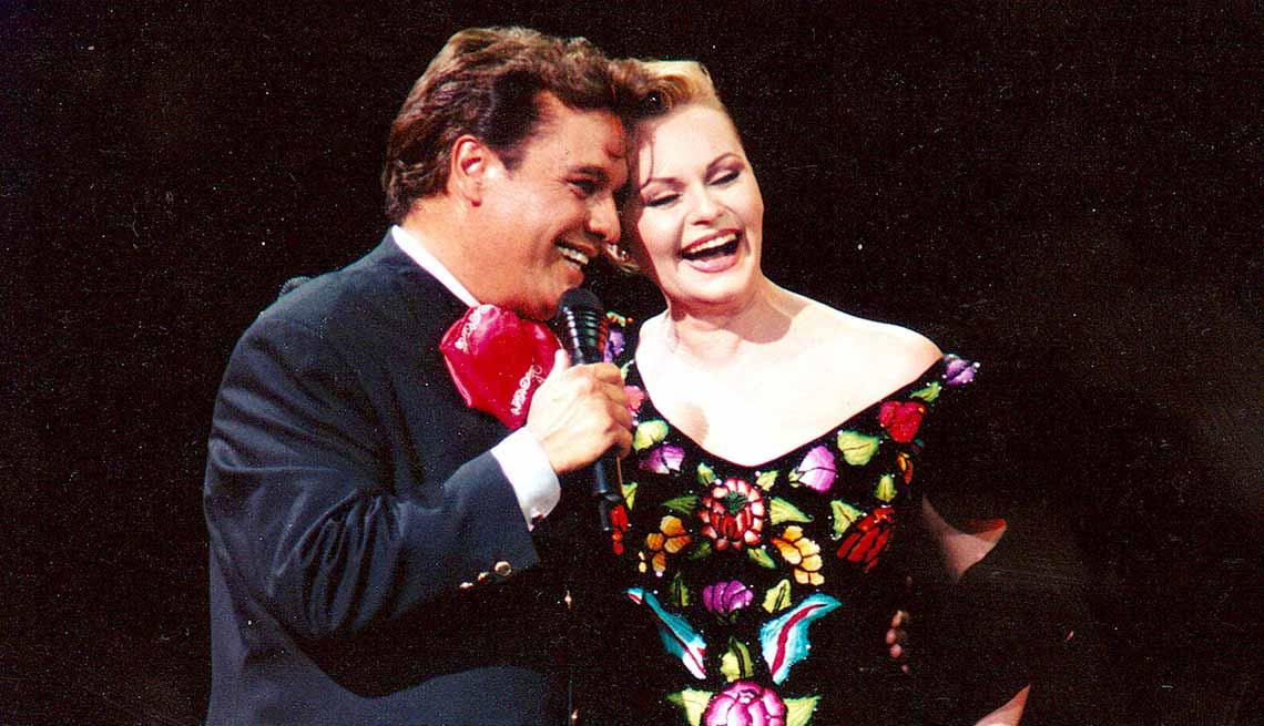 item 5 of Gallery image - Juan Gabriel y Rocío Dúrcal  - Carrera del cantautor mexicano