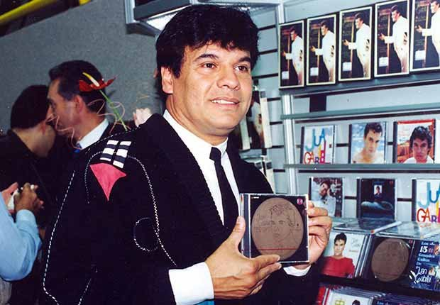 Juan Gabriel en 1989 - Carrera del cantautor mexicano