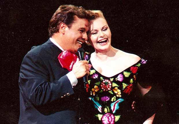 Juan Gabriel y Rocío Dúrcal  - Carrera del cantautor mexicano