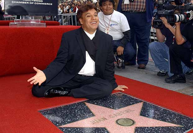 Juan Gabriel y su estrella de la fama - Carrera del cantautor mexicano