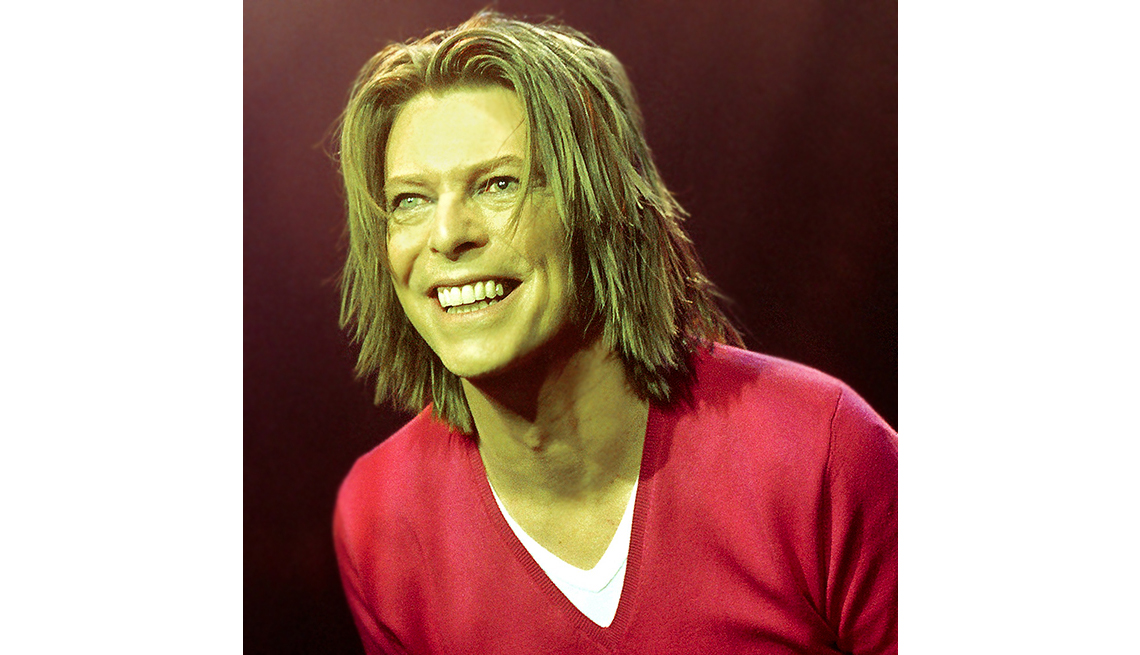item 8 of Gallery image - David BOWIE, performing live onstage
