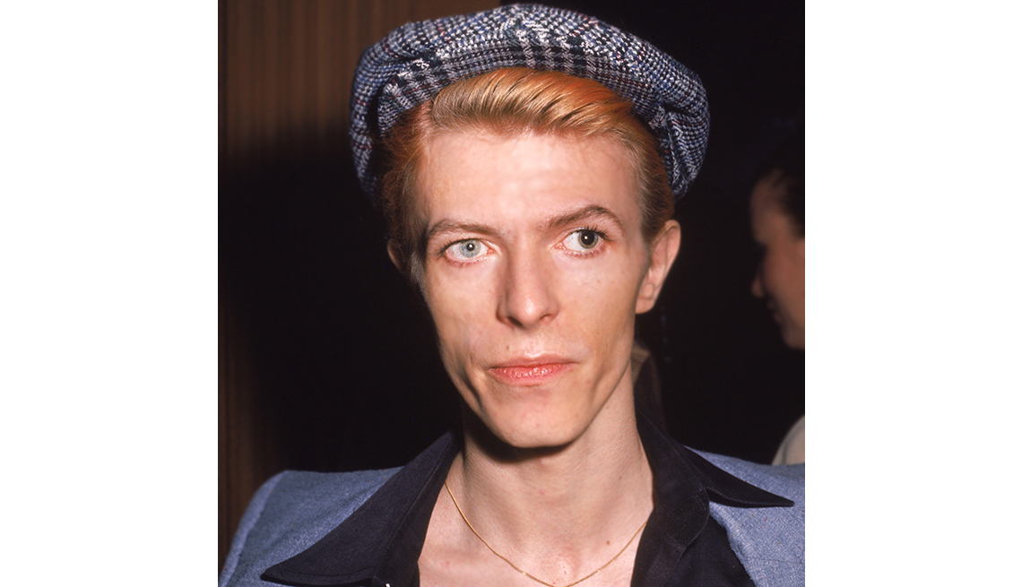 item 3 of Gallery image - David Bowie has two different colored eyes circa 1974