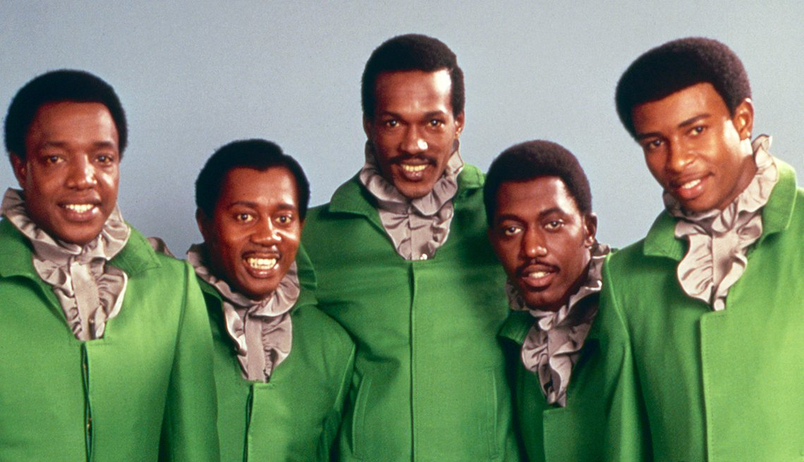 5 members of the singing group The Temptations from 1968