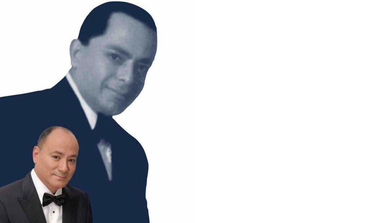 Tito Rodríguez Jr. Con la foto de su padre al fondo