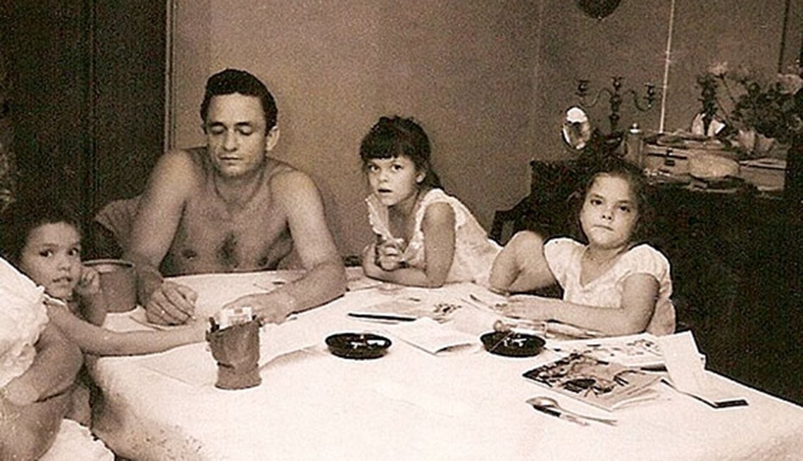 Johnny Cash, Rosanne Cash sit at family dinner table